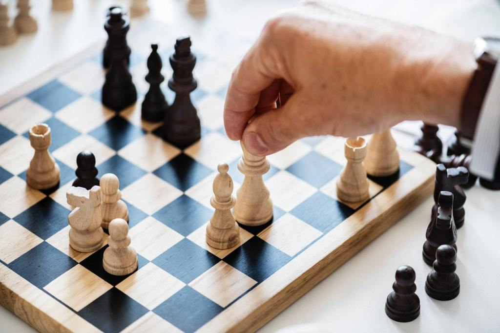 black-and-white-board-game-chess-938961